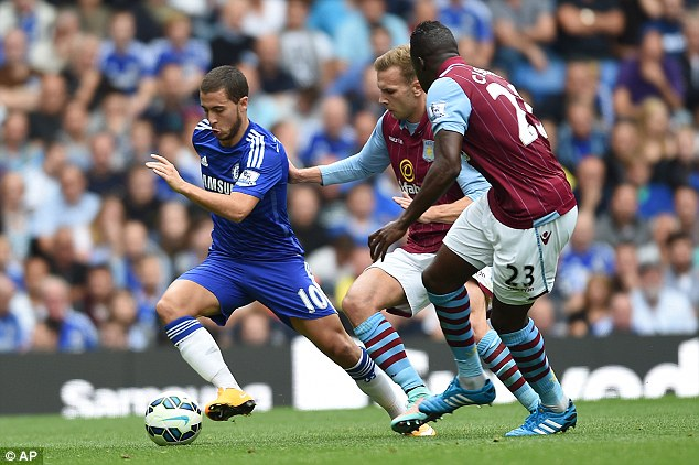 1411933147199_wps_12_Chelsea_s_Eden_Hazard_lef