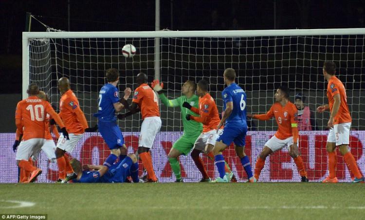Iceland_s_midfielder_Gylf