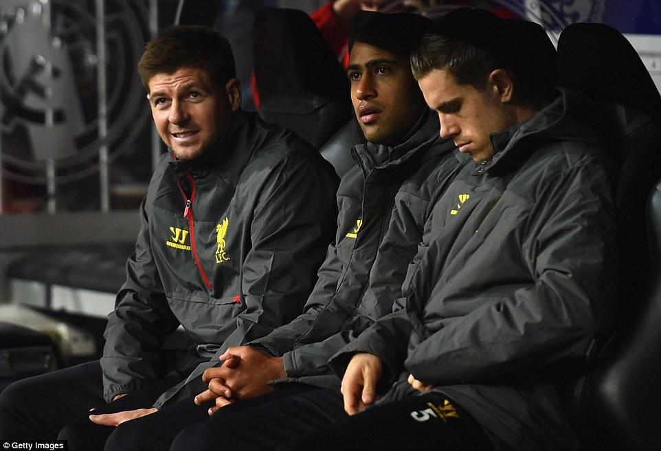 Даже помятые ветровки этих ребят выглядят солиднее, чем игра «Ливерпуля»