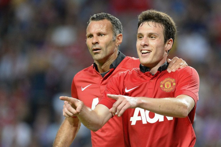 Chilean-striker-Angelo-Henriquez-celebrates-with-teammate-Ryan-Giggs-after-scoring
