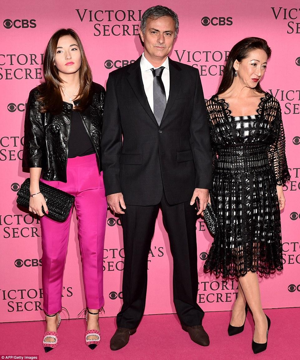 Моуриньо и женой и дочкой