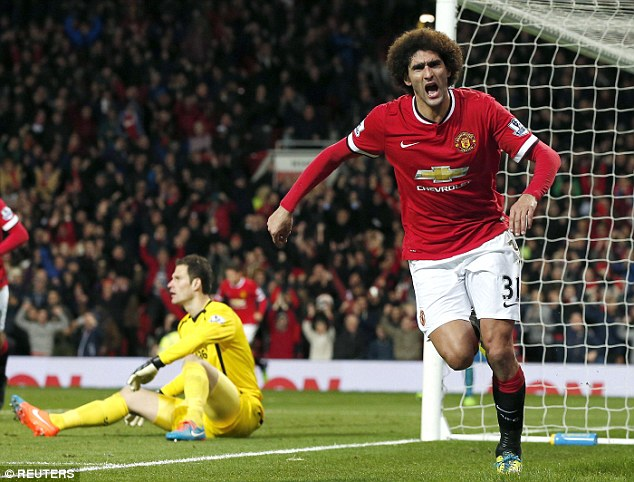 23ACD2DB00000578-2860094-Marouane_Fellaini_right_celebrates_after_scoring_for_United_agai-a-19_1417689100056