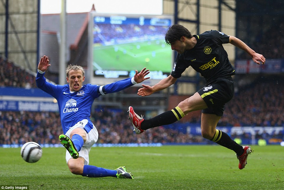 19101471000005DC-2894399-Everton_snapped_up_Neville_when_he_left_Manchester_United_in_200-a-45_1420214198322