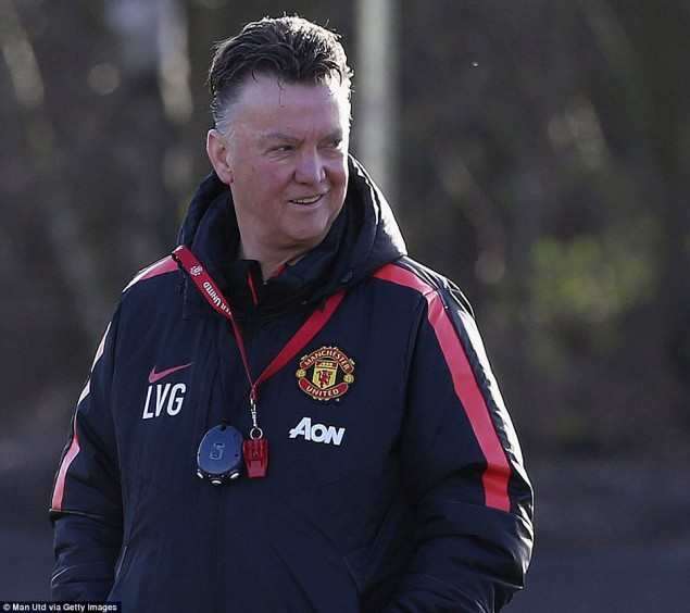 2489A98300000578-2903442-The_Manchester_United_boss_oversaw_proceedings_as_he_prepared_hi-a-61_1420814974226