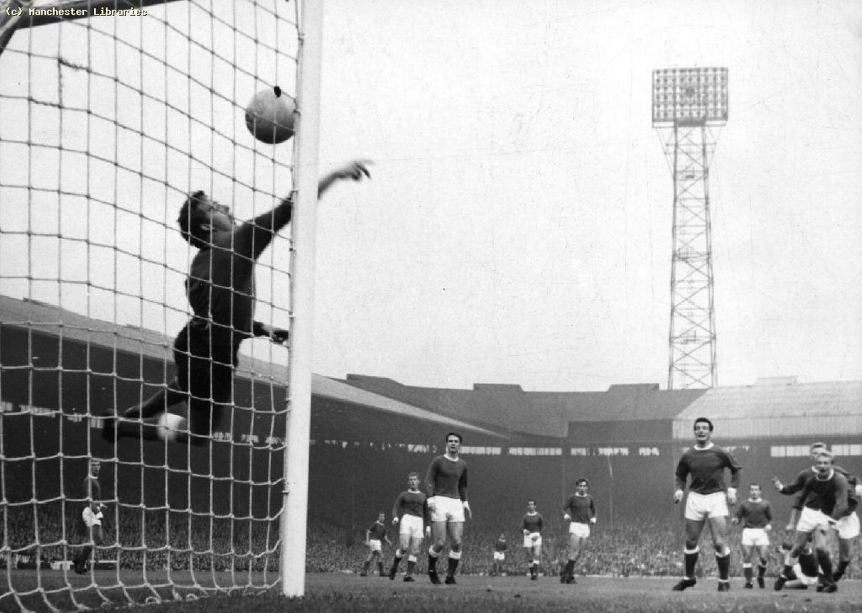 1960: Попытка забить. Вид от газона «Олд Траффорд».