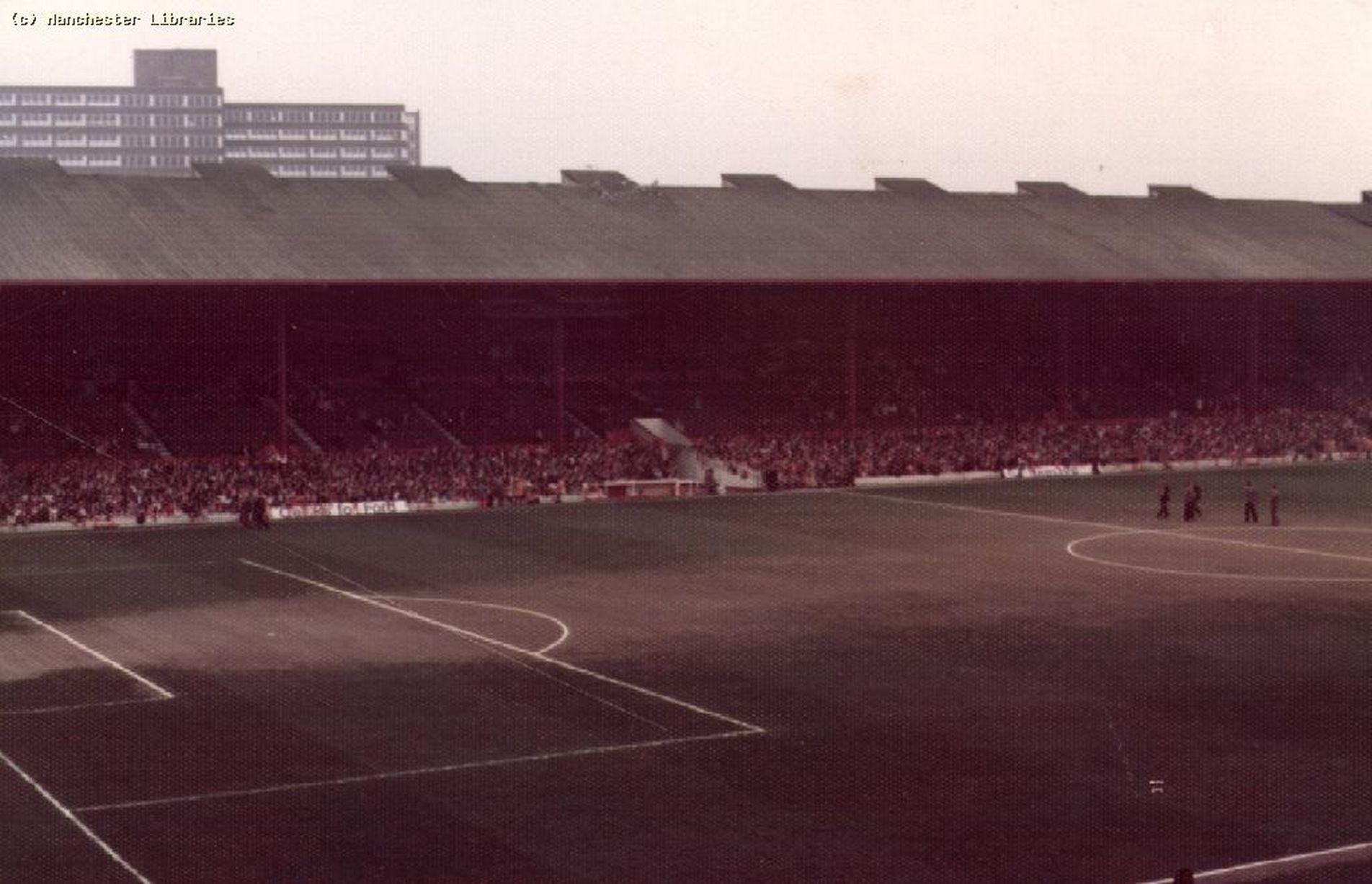 1975: Зрители перед матчем.