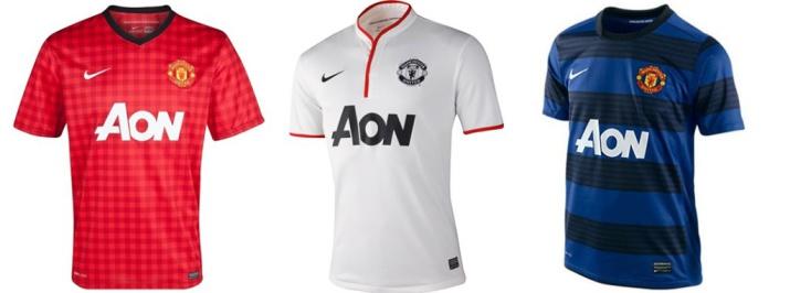 Домашнюю футболку покрывает традиционный узор «гинем». Таким образом «Юнайтед» отдал дань уважения рабочему классу и отметил его причастность к созданию победоносной команды. «Юнайтед» выигрывает свое 20-е чемпионство, и после этого сезона команду покидает сэр Алекс Фергюсон.