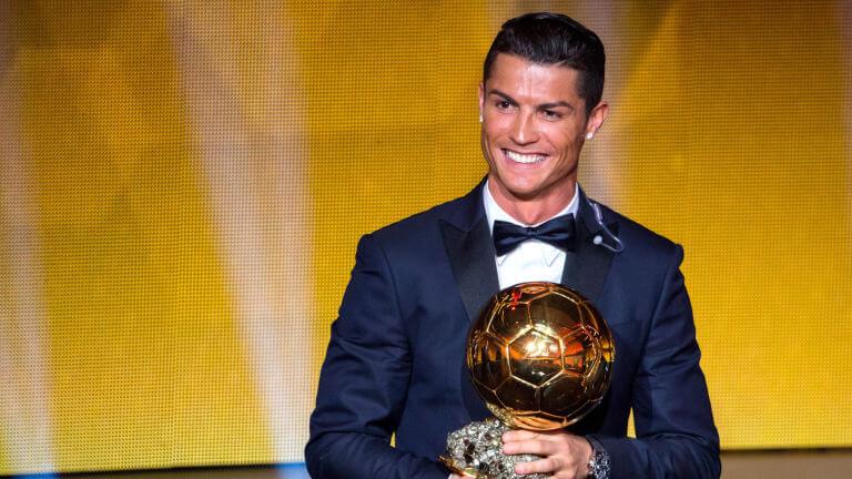 Роналду выиграл три Золотых мяча, новфеврале ему исполнится 31.
