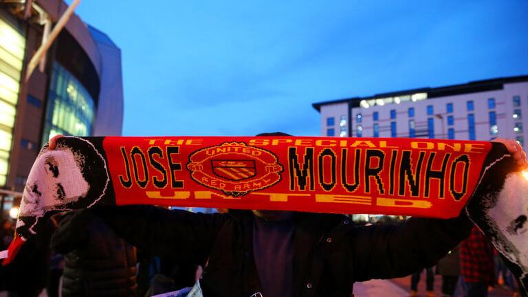 jose-mourinho-united-scarf-old-trafford_3393098