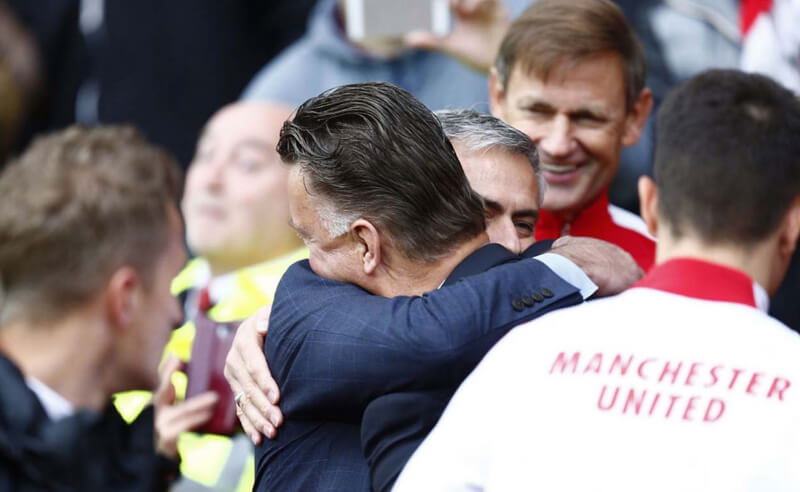 Louis-van-Gaal-vs-Jose-Mourinho-Teacher-and-his-pupil.jpg (1250×815)-29
