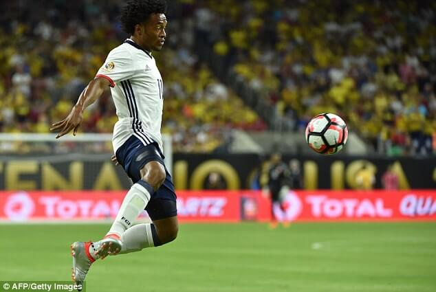 352BD08B00000578-0-Colombia_s_Juan_Cuadrado_controls_the_ball_during_the_Copa_Ameri-a-26_1466082480338