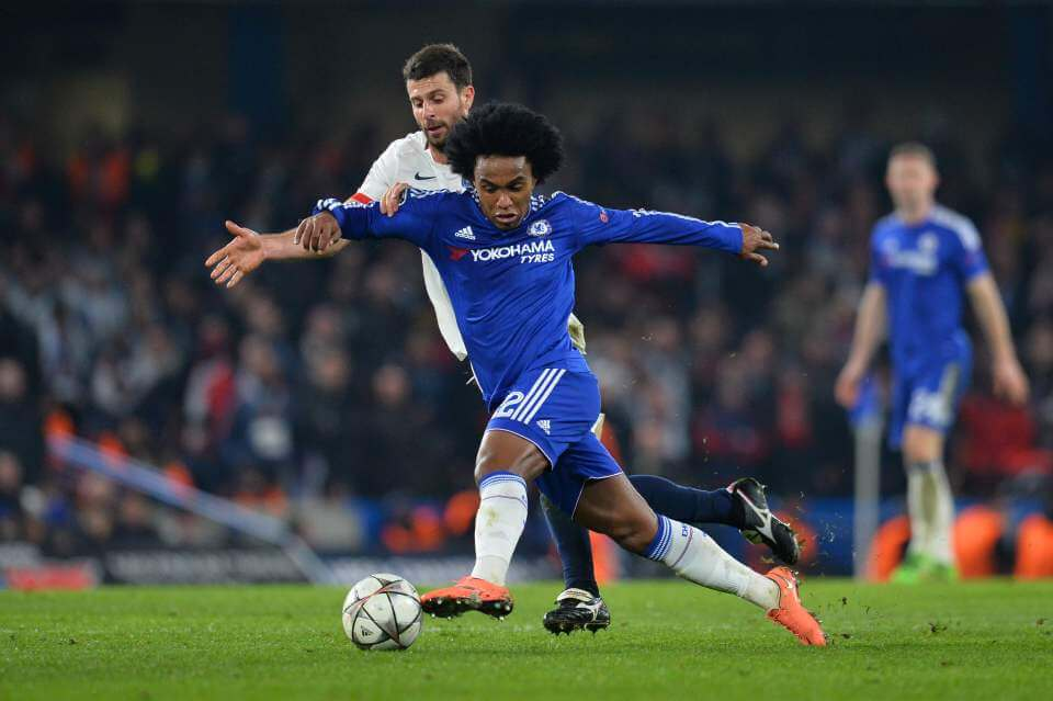 Chelsea's Brazilian midfielder Willian (R) takes on Paris Saint-Germain's Italian midfielder Thiago Motta (L) during the UEFA Champions League round of 16 second leg football match between Chelsea and Paris Saint-Germain (PSG) at Stamford Bridge in London on March 9, 2016. / AFP / GLYN KIRKGLYN KIRK/AFP/Getty Images