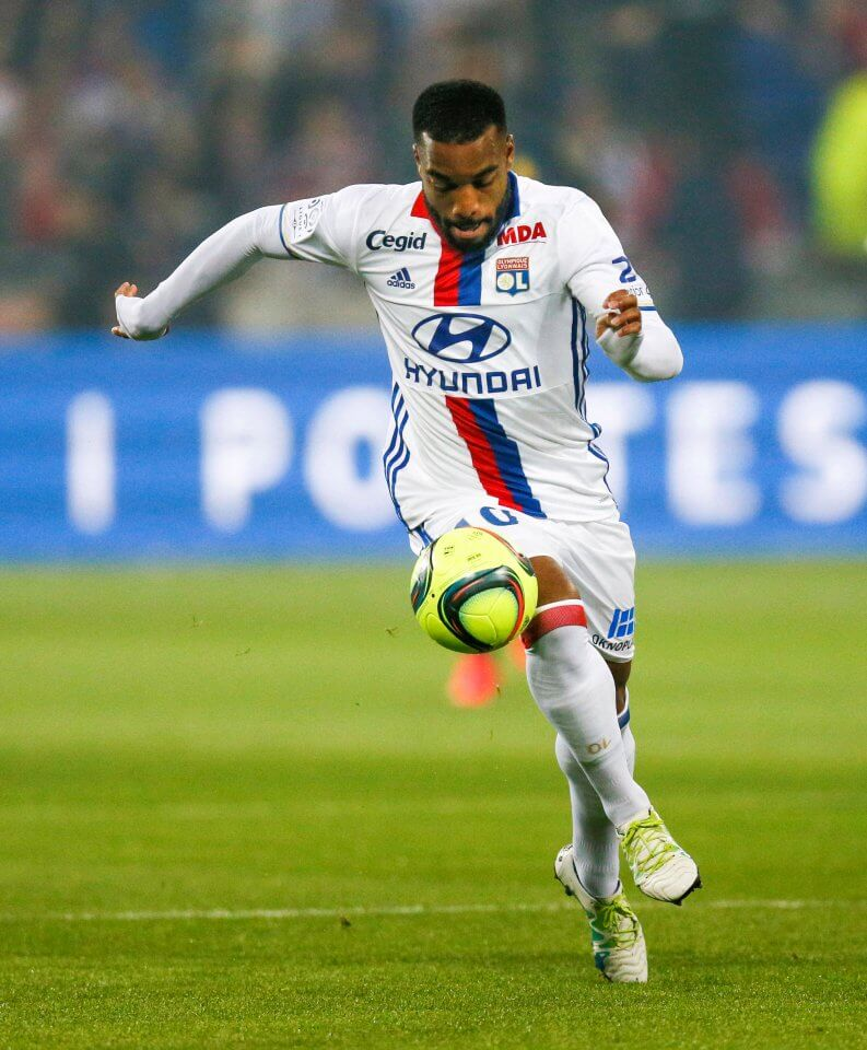 Football Soccer - Olympique Lyon v Monaco - French Ligue 1 - Grand Stade stadium, Decines, France - 7/5/2016 Olympique Lyon's Alexandre Lacazette controls the ball REUTERS/Robert Pratta