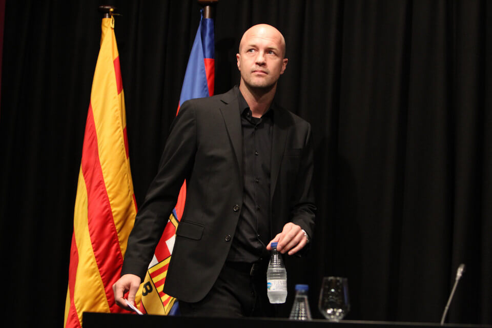 BARCELONA, SPAIN - MARCH 29: Jordi Cruyff son of Johan Cruyff talks during the press conference for the memorial in a special condolence area set up at Camp Nou stadium, in Barcelona on March 29, 2016. Johan Cruyff, one of the greatest footballers of all time who dazzled with his artistry, died on March 29, 2016 at the age of 68 after losing a battle with lung cancer, prompting an avalanche of tributes from around the sports world.(Photo by Miquel Benitez/WireImage)