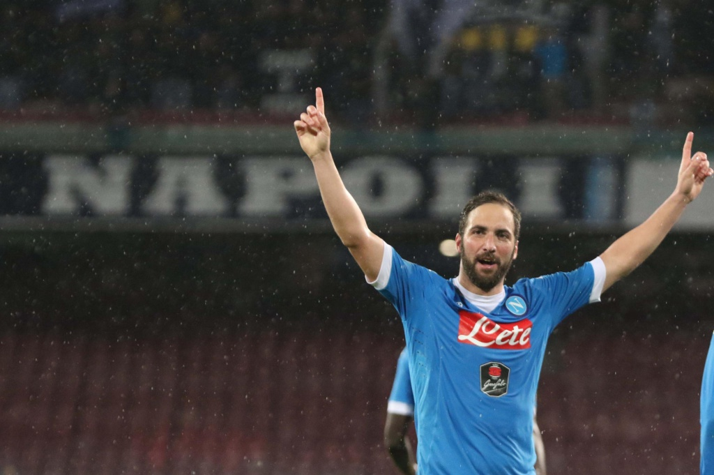 Napoli's Gonzalo Higuain jubilates after scoring the goal during the Italian Serie A soccer match SSC Napoli vs Atalanta BC at San Paolo stadium in Naples, Italy, 02 May 2016. ANSA/CESARE ABBATE