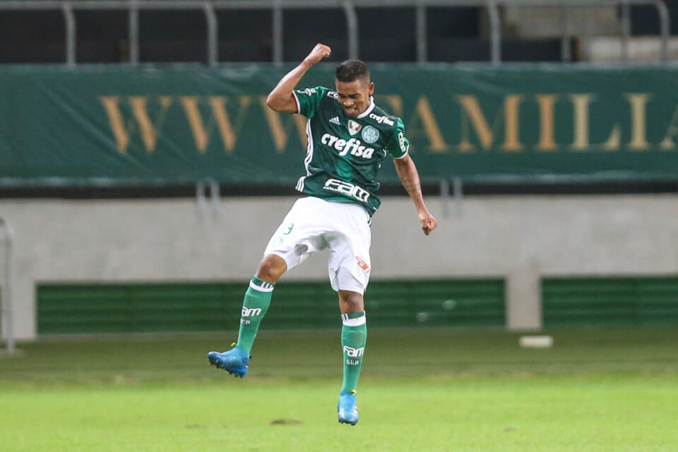 SAO PAULO, BRAZIL - MAY 14: Gabriel Jesus of Palmeiras celebrates after scoring the fourth goal of his team during a match between Palmeiras and Atletico Paranaense as part of the Brasileirao 2016 at Allianz Park on May 14, 2016 in Sao Paulo, Brazil. (Photo by William Volcov/Brazil Photo Press/LatinContent/Getty Images)