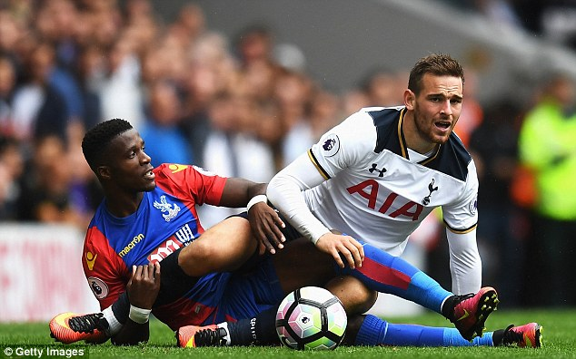 376D7B6000000578-0-Zaha_pictured_in_action_at_White_Hart_Lane_on_Saturday_-a-9_1472124126203