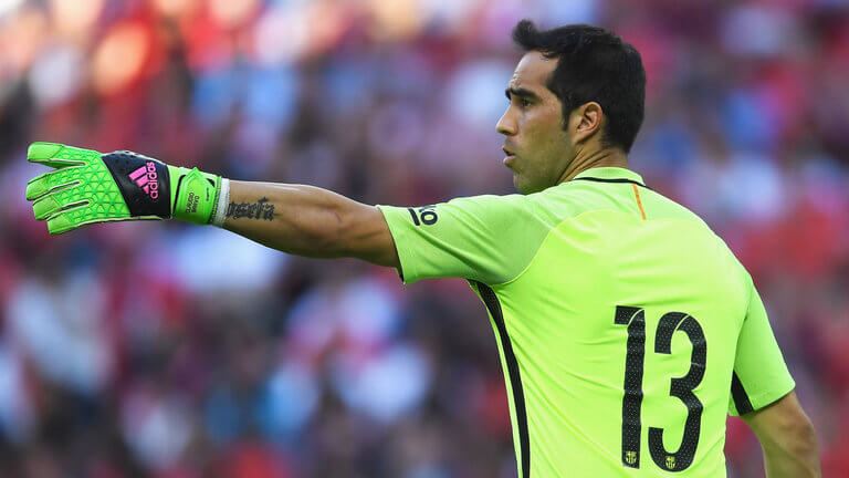 claudio-bravo-barcelona-football-wembley-pointing-gesturing_3766834