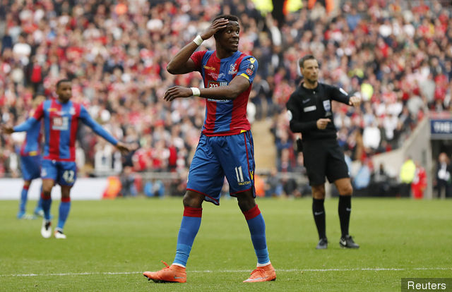 crystal_palaces_wilfried_zaha_looks_dejected_163684