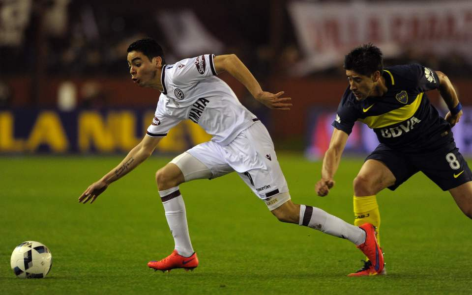 Lanus' midfielder Miguel Almiron (R) controls the ball past Boca Juniors' midfielder Pablo Perez during their Argentina First Division football match, at Nestor Diaz Perez stadium, in Lanus, Buenos Aires province, Argentina on August 28, 2016. / AFP PHOTO / ALEJANDRO PAGNIALEJANDRO PAGNI/AFP/Getty Images
