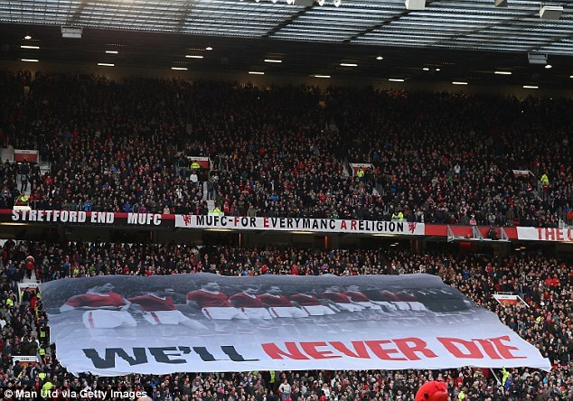 3a366c0900000578-3921144-banners_displayed_at_old_trafford_previously_have_labelled_manch-a-9_1478730503376