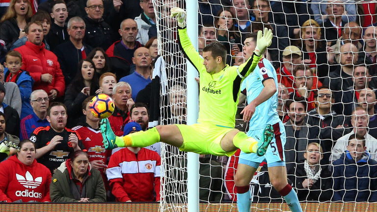 skysports-tom-heaton-burnley-premier-league_3819589